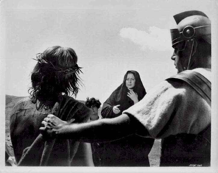 King of Kings  Jeffrey Hunter  Siobhan McKenna  Mary sees Jesus just before he is crucified