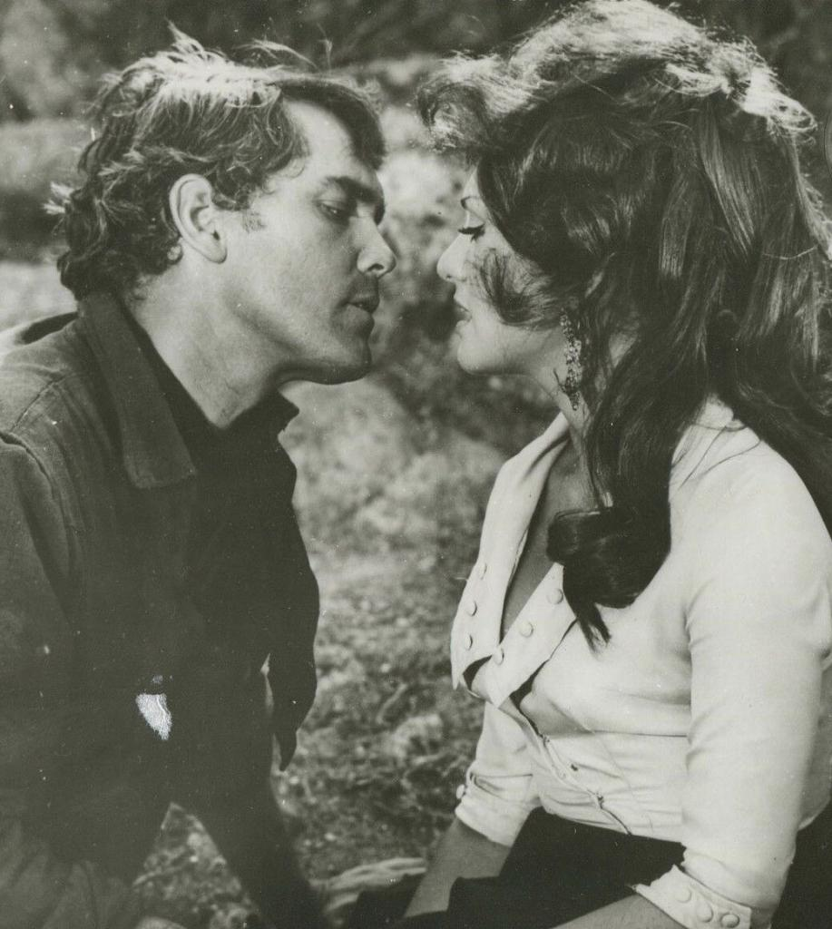 The Christmas Kid  Jeffrey Hunter  Perla Cristal  Kiss