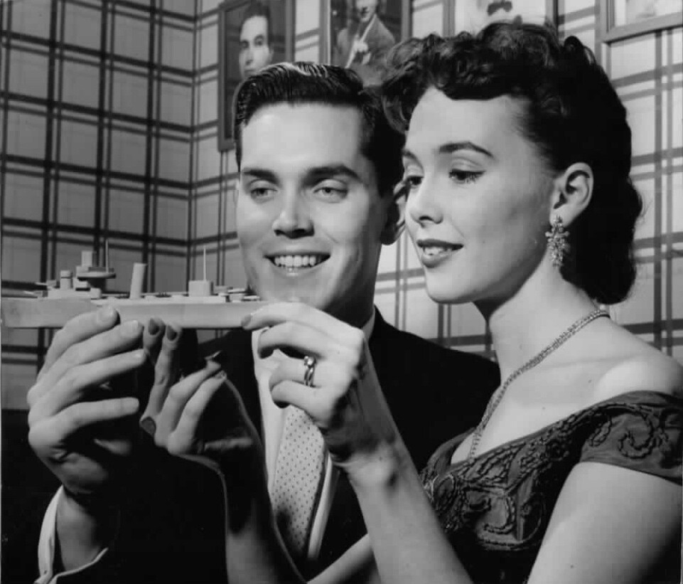 Jeffrey Hunter shows Barbara Rush a boat model he made when he was young.