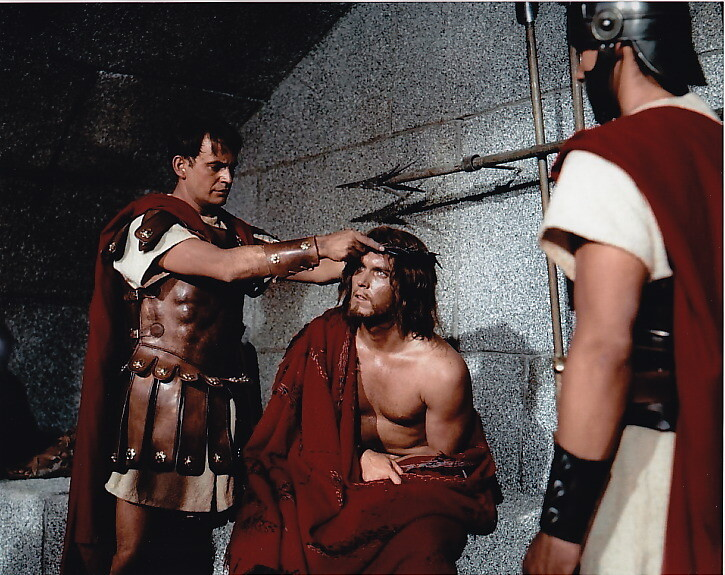 King of Kings  Jeffrey Hunter  Jesus is given the crown of thorns