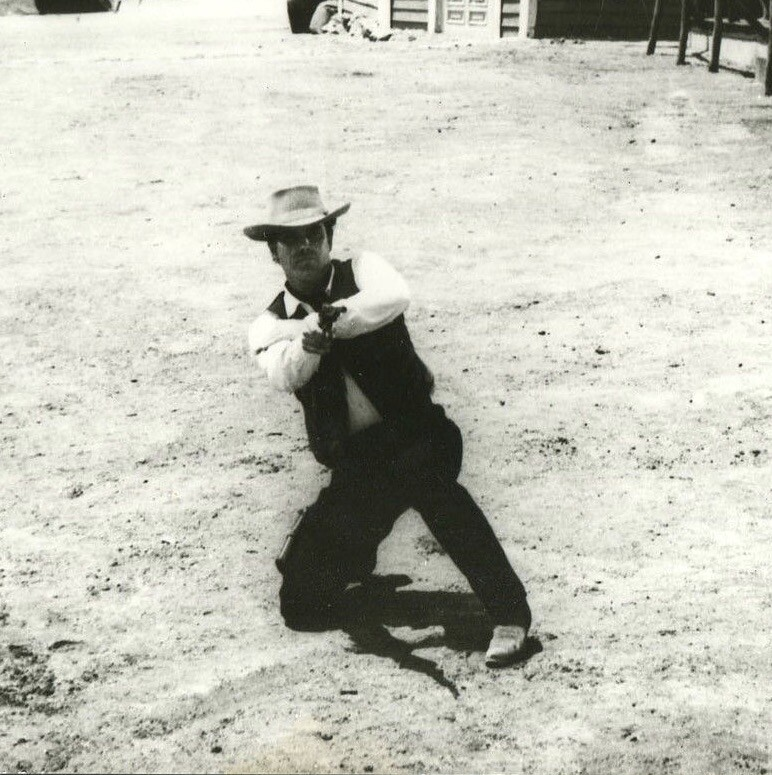 The Christmas Kid  Jeffrey Hunter  Aiming gun